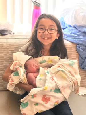 a377242b8d0 not even an hour later big sister jazmyne was there to meet her baby  brother!